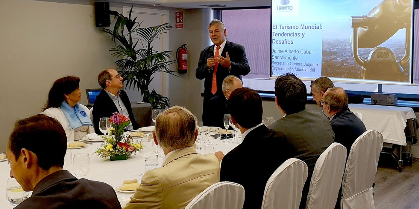 """SKAL Madrid. Jaime Cabal. Secretario General Adjunto de la OMT. Charla: """"El turismo mundial, tendencias y desafíos"""""""