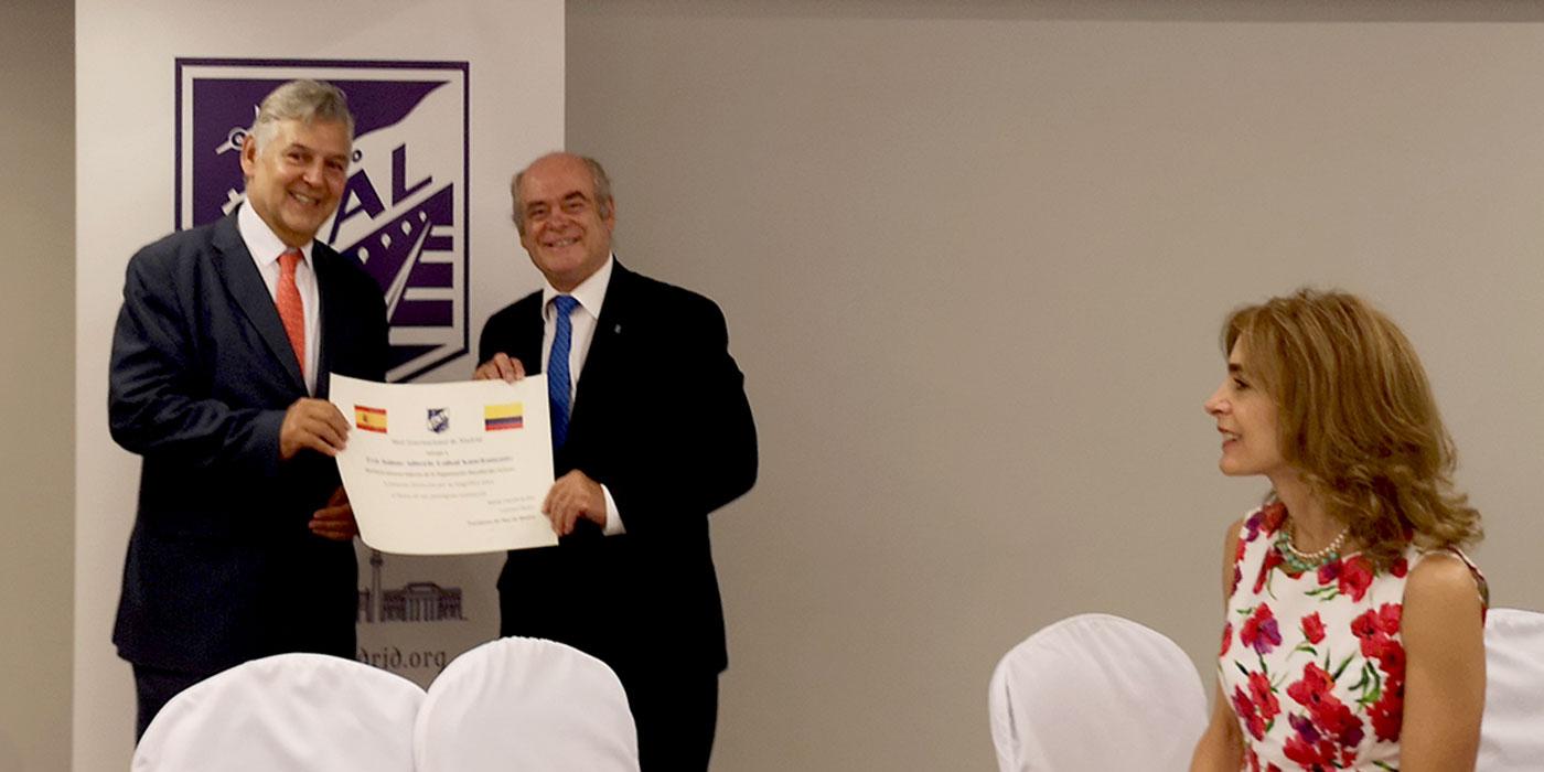 SKAL Madrid. Jaime Cabal. Secretario General Adjunto de la OMT. Entrega diploma SKAL España.